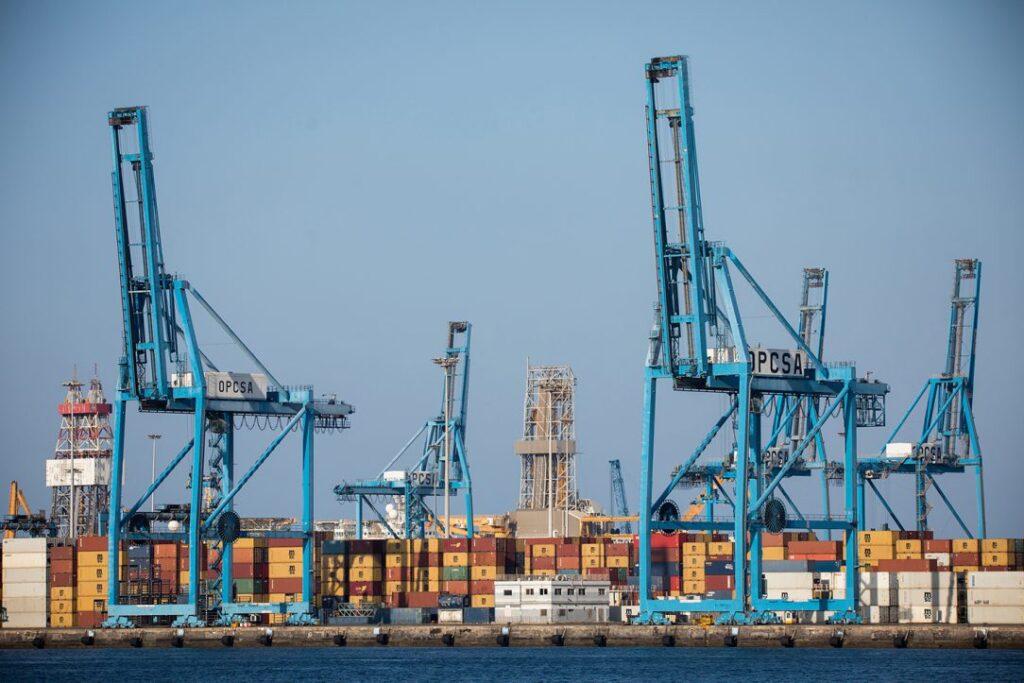Acuerdo estratégico en el puerto.